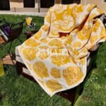 Жакардово одеяло жълта роза
